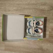 Продаю детские кроссовки, в Элисте