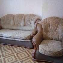 Продам диван и кресло. Стол кухонный, в Волгограде