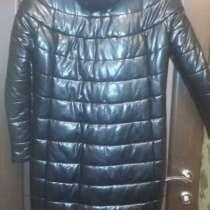 Продаю женский пуховик-пальто с капюшоном, в Саратове