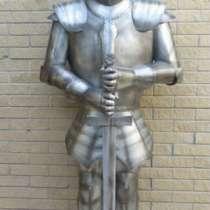 Скульптура рыцаря с мечом, в Краснодаре