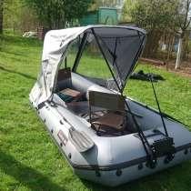 Лодка надувная с тентом, мотором и спасательными жилетами, в Чехове