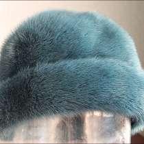Продам меховую шапку темно зеленого цвета, в Екатеринбурге