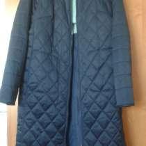 Продам плащ синего цвета размер 52, в г.Тыргу-Жиу