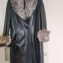 Продам дешево кожаный женский плащ на меховой подстежке, в Саратове