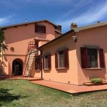 Продается фермерский дом площадью более 30 гектаров в Италии, в г.Чечина