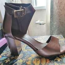 Отдам даром три пары обуви, в г.Ташкент