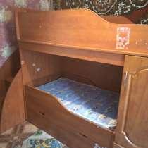 Продам двухъярусную детскую кровать с матрасом, в Костроме
