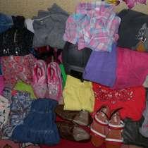 Отдам даром вещи и обувь на девочку 8-10 лет, в Красноярске