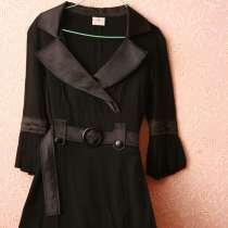 Черное офисное платье с поясом, атласные отвороты воротника, в Кимре