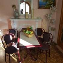 Стол и стулья. Состояние идеальное, в г.Бельцы
