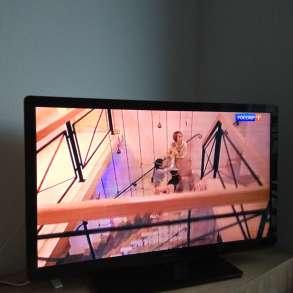 Телевизор Philips диагональ 80 см, в Москве