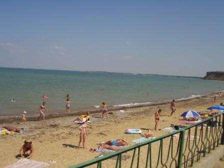 Сдам/продам базу отдыха в первой линии к морю.Крым,с.Угловое