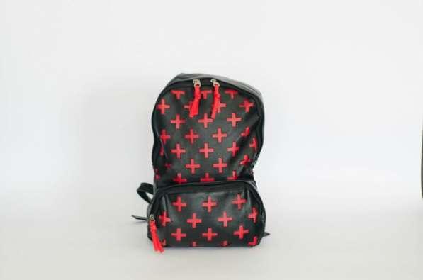 Рюкзак черный PU-кожа с красными крестами унисекс