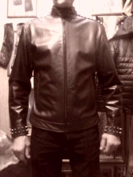 Куртку кожаную мужскую с тупыми шипами, новую