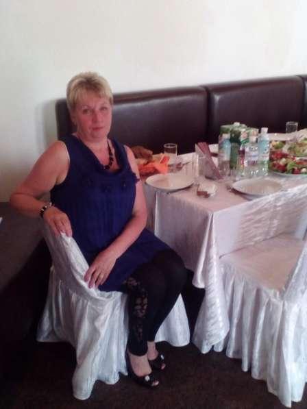 ЛЮБАША, 55 лет, хочет пообщаться