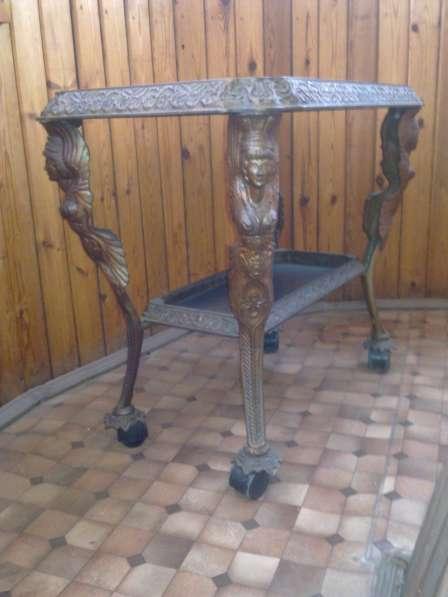 Декаротивный столик