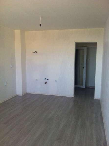 Квартира в новом доме с видом на море в фото 8