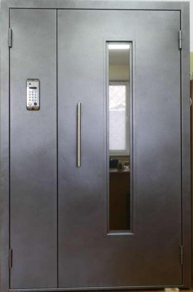 Двери подъездные; домофона и тамбурные