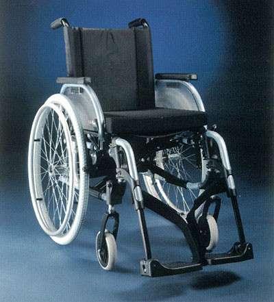 Инвалидное прогулочное кресло + подгузники