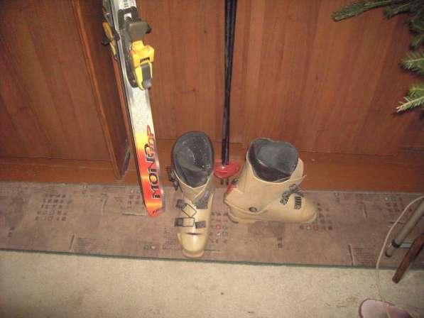 Продаю горные лыжи с ботинками