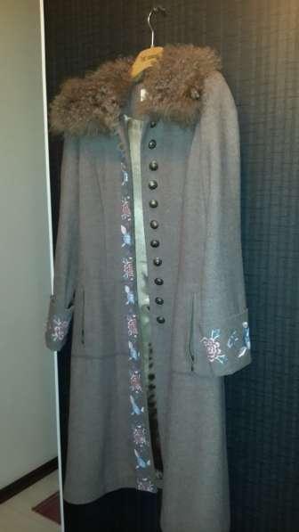 Женское осеннее пальто с воротником из козы