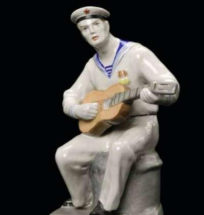 Куплю куплю статуэтку Моряк с гитарой. ЛФЗ.