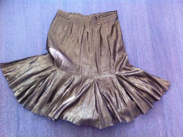 Фирменная золотистая юбка Moschino