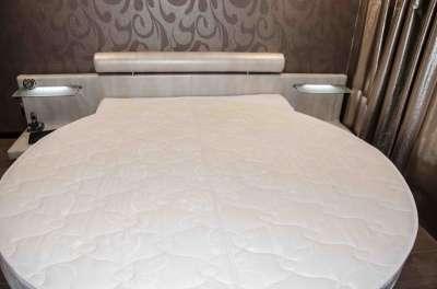 Кровать круглая итальянской фабрики мета Мебельная фабрика Мета, И