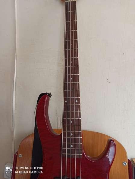 Бас гитара 5 струн и комбик 45 ват в фото 8