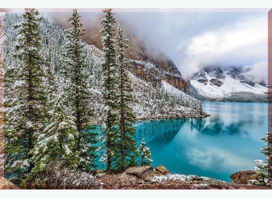 """Картина на холсте """"Озеро Моррейн в Канаде"""""""