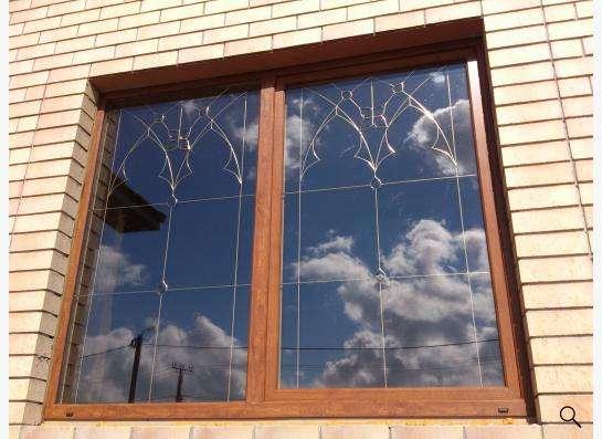 окна с витражами и фаьшпереплетами в Оренбурге