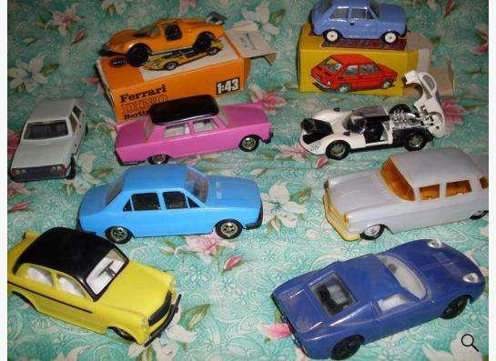 Старые советские и зарубежные автомодели в Москве фото 3