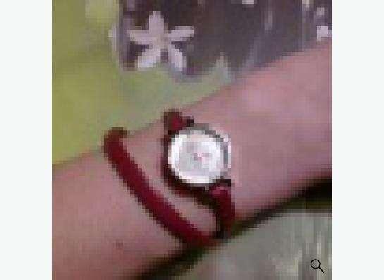 Часы женские на красном ремешке