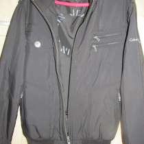 Продаю демисезонную молодежную куртку., в г.Брянск
