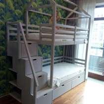 Продам детскую двухъярусную кровать с корпусной лестницей, в Новосибирске