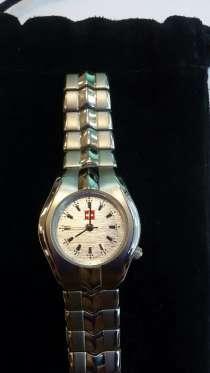 Часы женские. Страна покупки Швейцария, в Москве