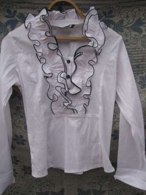 Блузка белая
