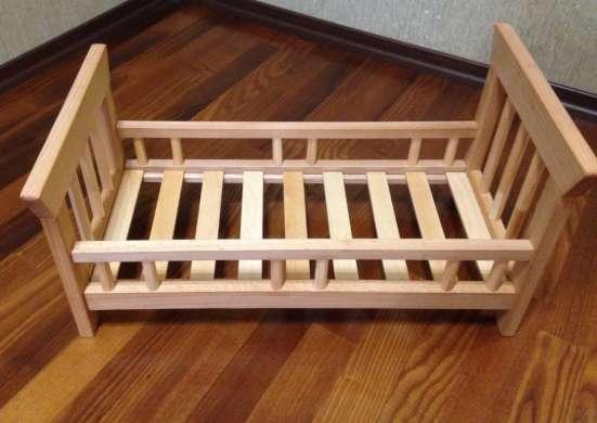 Детская кроватка для кукол