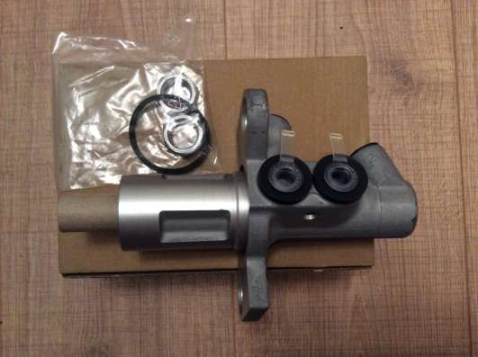 Цилиндр тормозной главный 8E0611021B VAG
