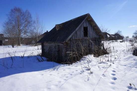 Бревенчатый дом в тихой деревне, рядом с речкой в Ярославле Фото 1