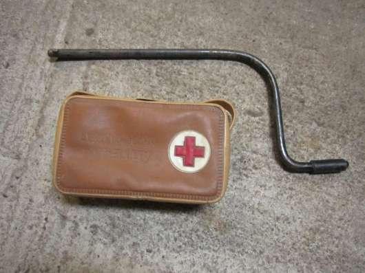 Насос, аптечка, аварийный знак, ключи от машины в Санкт-Петербурге Фото 1