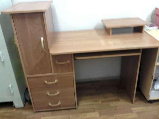 Компьютерный стол, холодильник, офисные кресла 2 шт. в Саратове Фото 2
