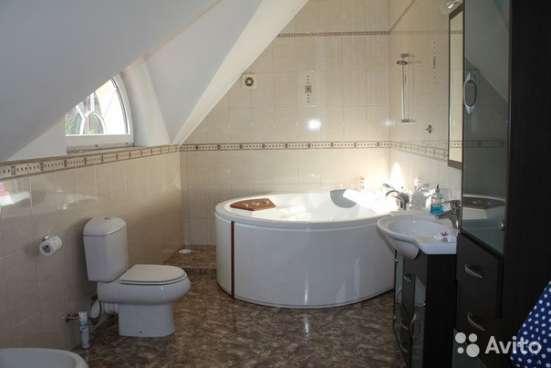 Продам Дом с большим бассейном,12 сот в ленинградскам ра-не