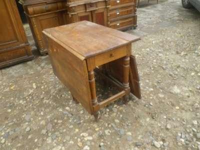 Старинный  дубовый  стол