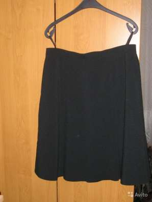 Юбка чёрная с клиньями на подкладке. Размер 50