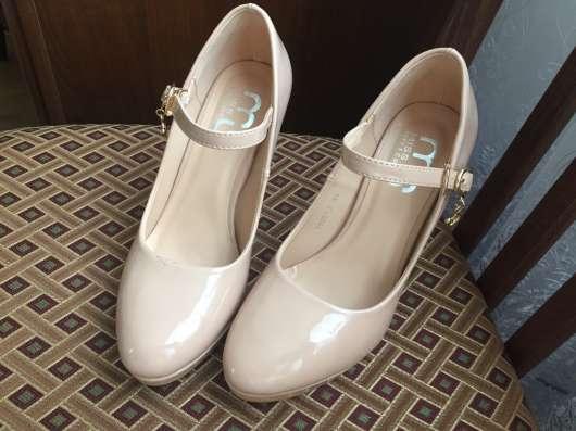 Бежевые туфли 35размер в Москве Фото 3