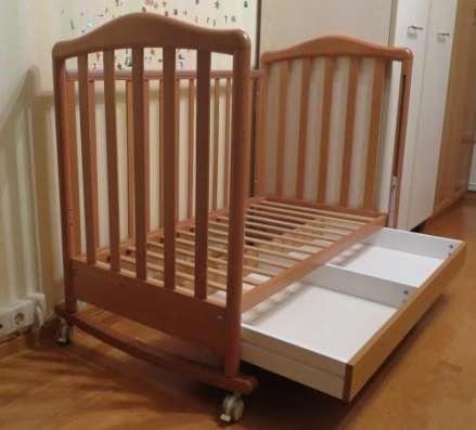 Детская кроватка колесо качалку б/у в Москве Фото 1