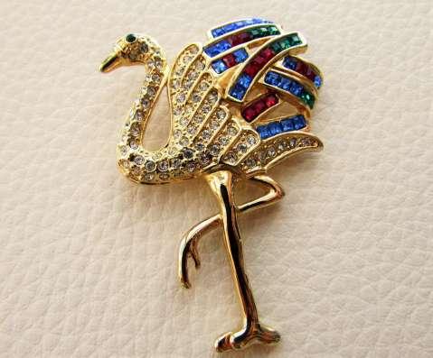 Красивая брошь в виде страуса от Napier
