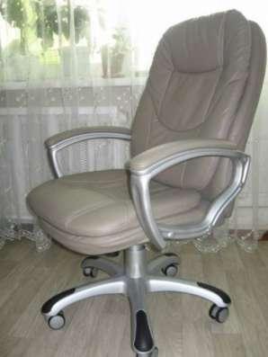 868 серое кресло