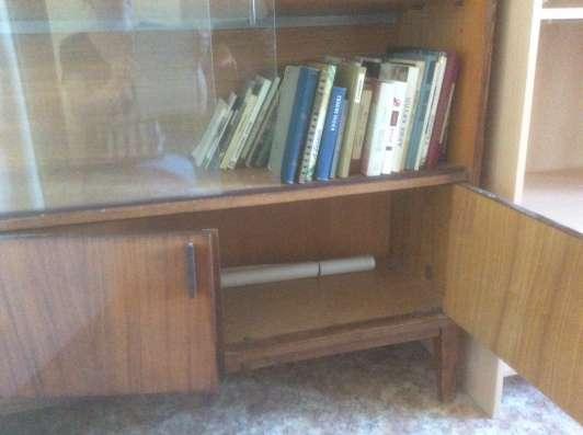 Книжный шкаф дерево старый с антресолью